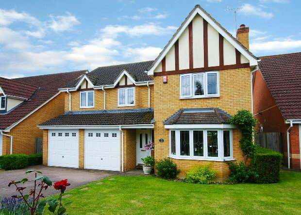 5 Bedrooms Detached House for sale in Hunters Way Spencers Wood Reading