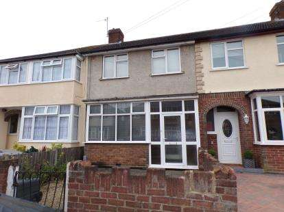 3 Bedrooms Terraced House for sale in Hazelwood Road, Bedford, Bedfordshire