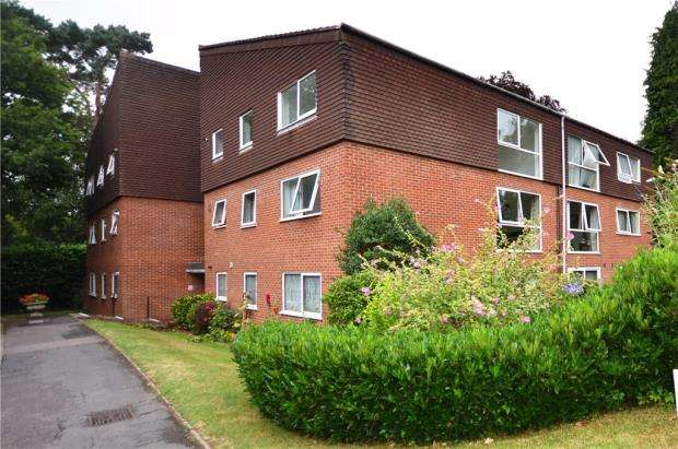 2 Bedrooms Apartment Flat for sale in Court Gardens, Camberley, Surrey