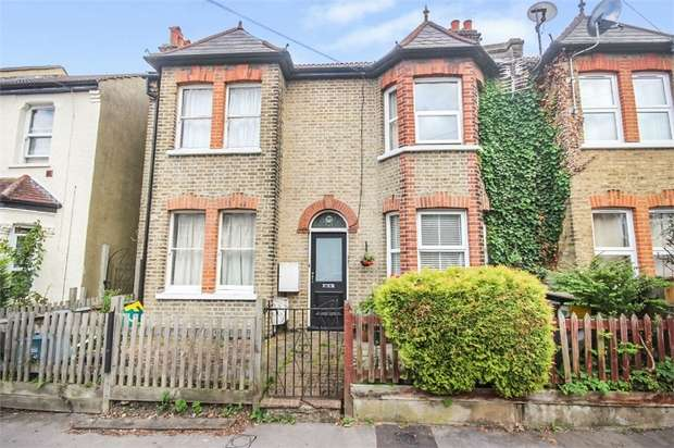 2 Bedrooms Maisonette Flat for sale in Woodside Road, London