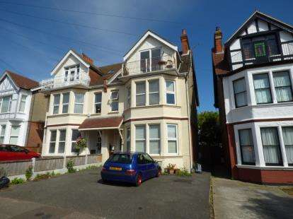 1 Bedroom Flat for sale in Westcliff-On-Sea, Essex, England