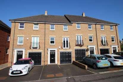 4 Bedrooms Terraced House for sale in Stevenson Avenue, Polmont