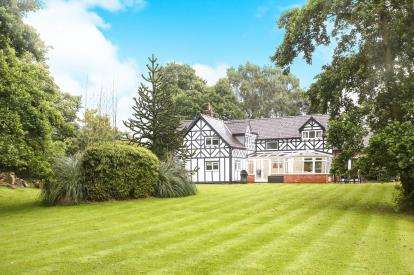 4 Bedrooms Detached House for sale in Whitecroft Heath Road, Lower Withington, Macclesfield, Cheshire