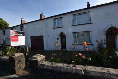 4 Bedrooms Semi Detached House for sale in Bank Hey Lane South, Sunnybower, Blackburn, Lancashire
