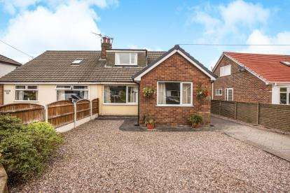 4 Bedrooms Bungalow for sale in Lever House Lane, Leyland, Preston, Lancashire