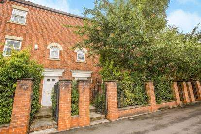 4 Bedrooms Terraced House for sale in Great Park Drive, Leyland