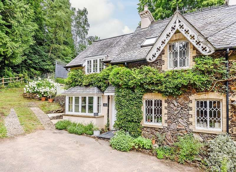 2 Bedrooms Semi Detached House for sale in Farnham