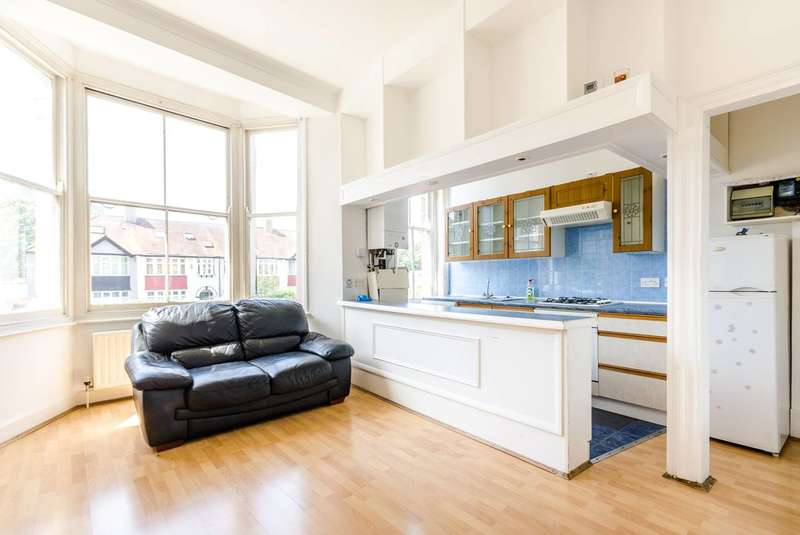 1 Bedroom Flat for sale in Thurlow Park Road, Tulse Hill, SE21