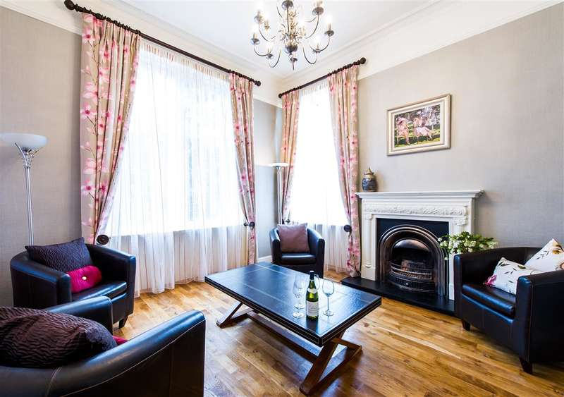 2 Bedrooms Apartment Flat for sale in High Street, Dollar