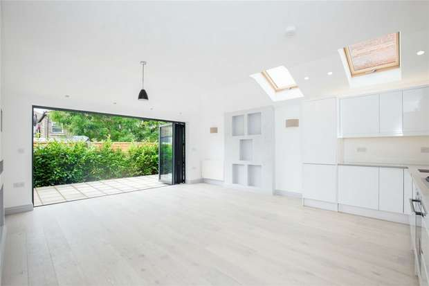 3 Bedrooms Flat for sale in Leghorn Road, Kensal Green, London