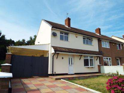 3 Bedrooms Semi Detached House for sale in Johnson Road, Cannock, Staffordshire