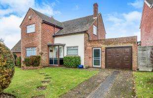 4 Bedrooms Detached House for sale in Millfordhope Road, Rochester, Kent