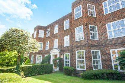 3 Bedrooms Flat for sale in Bramford Court, High Street, London