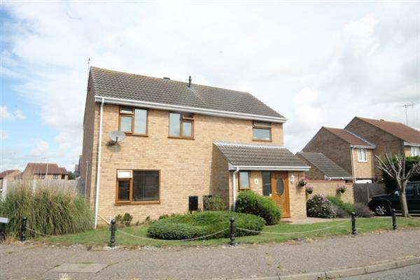 4 Bedrooms House for sale in Hampstead Avenue, Clacton on Sea