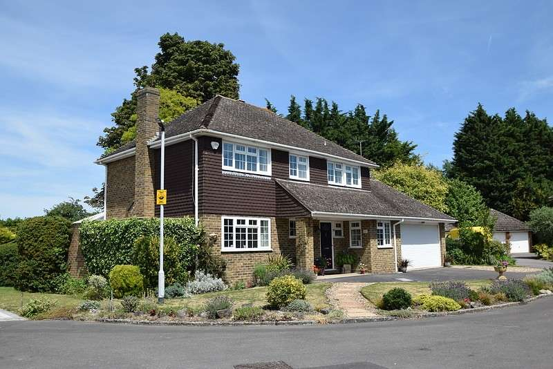 4 Bedrooms Detached House for sale in Montagu Road, Datchet, SL3