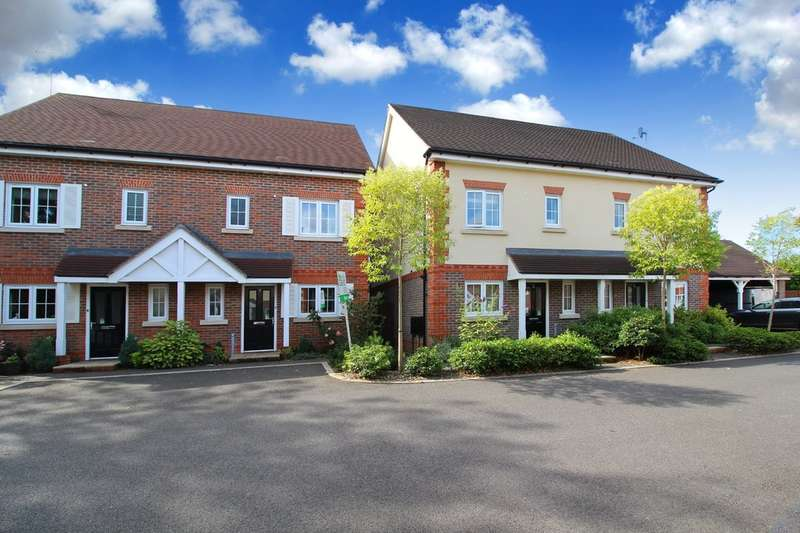 3 Bedrooms Semi Detached House for sale in Rutherford Way, Horsham