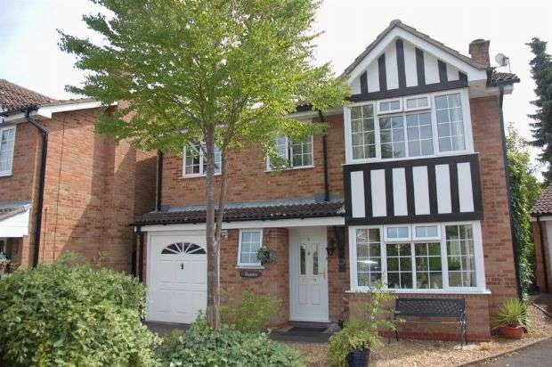 5 Bedrooms Detached House for sale in White Doe Drive, Moulton, Northampton NN3 7HD