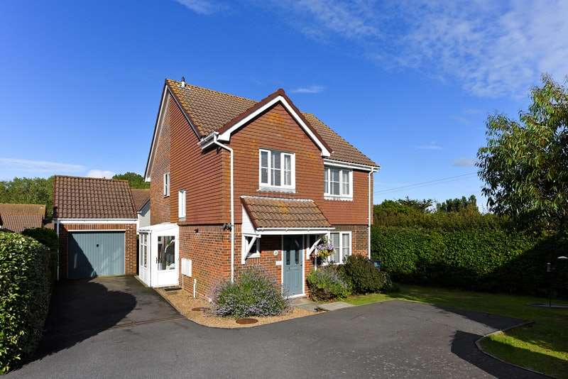 4 Bedrooms Detached House for sale in Hambleton Close, Eastbourne, East Sussex, BN23