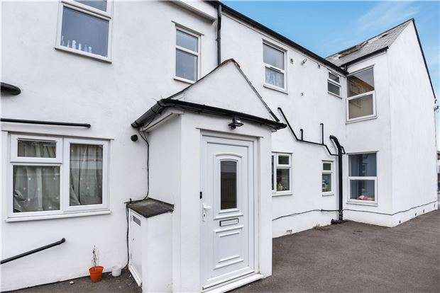 2 Bedrooms Flat for sale in Parchmore Road, THORNTON HEATH, Surrey, CR7