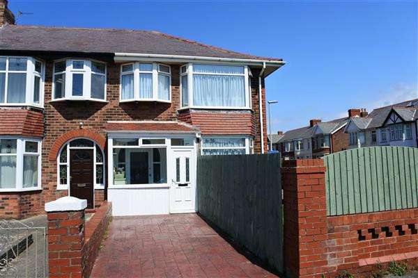 3 Bedrooms End Of Terrace House for sale in Horncliffe Road, Blackpool