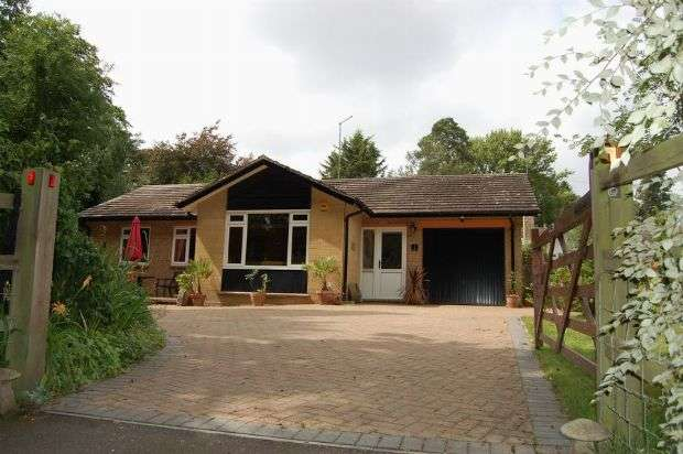 3 Bedrooms Detached Bungalow for sale in The Glebe, Flore, Northampton NN7 4LX