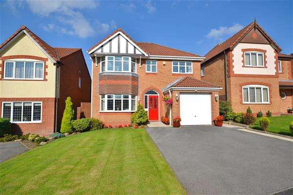 4 Bedrooms Detached House for sale in Lodge Wood Close, Chorley