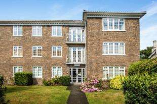 2 Bedrooms Flat for sale in Addiscombe Road, Croydon
