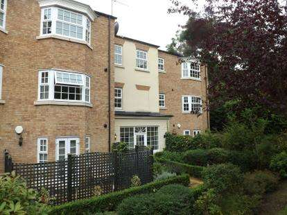2 Bedrooms Flat for sale in Meadow Vale Close, Yarm, Stockton On Tees