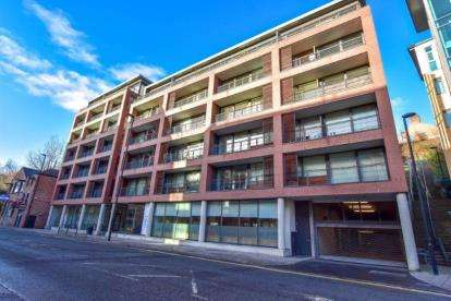 2 Bedrooms Flat for sale in Close, Newcastle Upon Tyne, Tyne and Wear, NE1