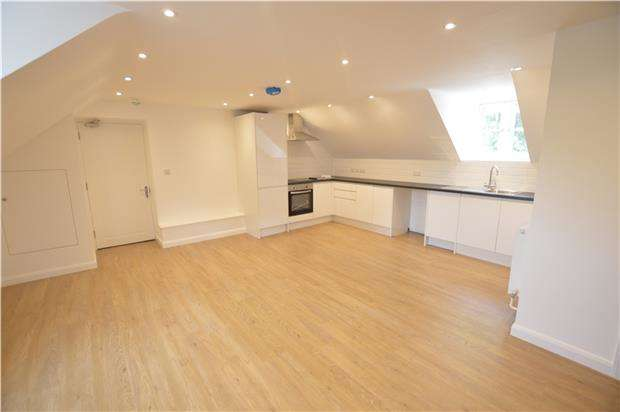 2 Bedrooms Flat for sale in Flat 7, Woodchester Garage, Woodchester, Gloucestershire, GL5 5NE