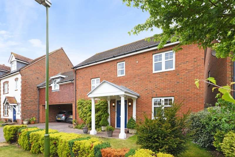 4 Bedrooms Link Detached House for sale in Hunnisett Close, Chichester, West Sussex, PO20