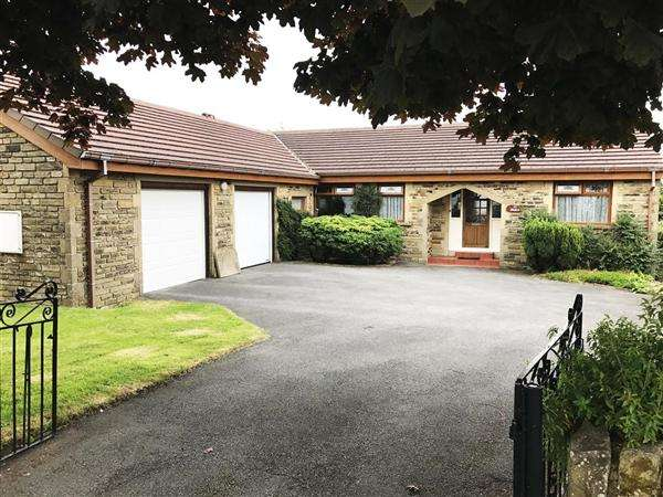 3 Bedrooms Detached Bungalow for sale in Maples, 37 Moor Close Road, Queensbury