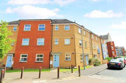 2 Bedrooms Flat for sale in Arnold Road, Mangotsfield, Bristol, Gloucestershire