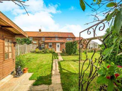 3 Bedrooms End Of Terrace House for sale in Ostend Road, Walcott, Norwich