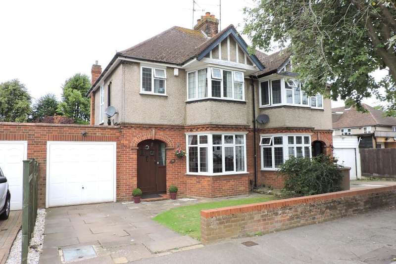 3 Bedrooms Semi Detached House for sale in Wychwood Avenue, Luton, Bedfordshire, LU2 7HT