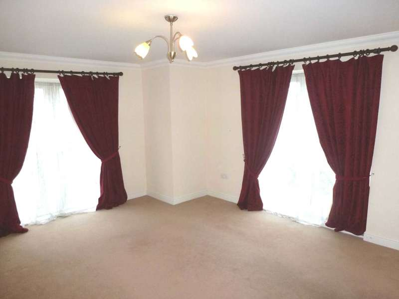 3 Bedrooms Flat for sale in Kenley Road, Renfrew PA4