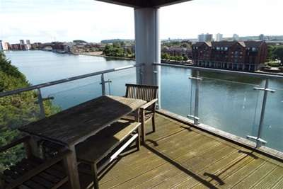 2 Bedrooms Flat for rent in City Wharf, Cardiff