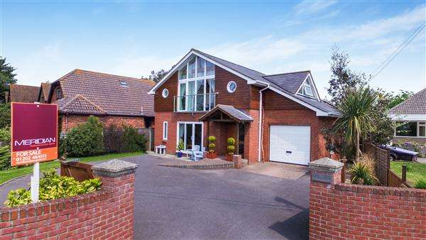 4 Bedrooms Detached House for sale in Stony Lane, Christchurch