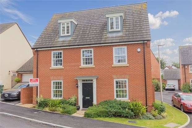 5 Bedrooms Detached House for sale in Beacon Drive, Highweek, Newton Abbot, Devon. TQ12 1GG