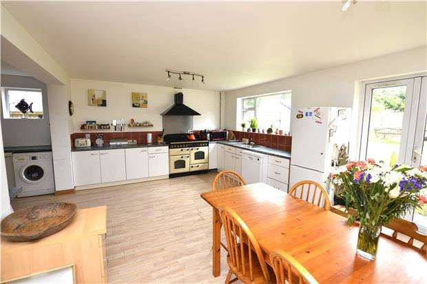 5 Bedrooms Detached House for sale in Cashes Green Road, STROUD, Gloucestershire, GL5 4RA