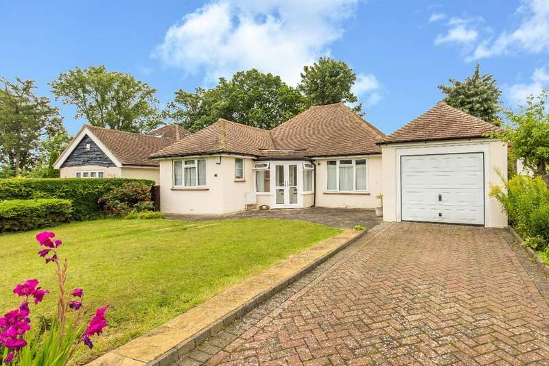 3 Bedrooms Detached Bungalow for sale in Mountwood Close, South Croydon, CR2 8RJ