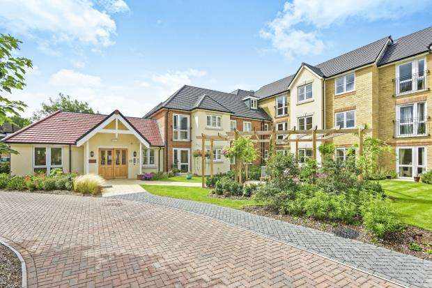 2 Bedrooms Retirement Property for sale in Leatherhead, Surrey
