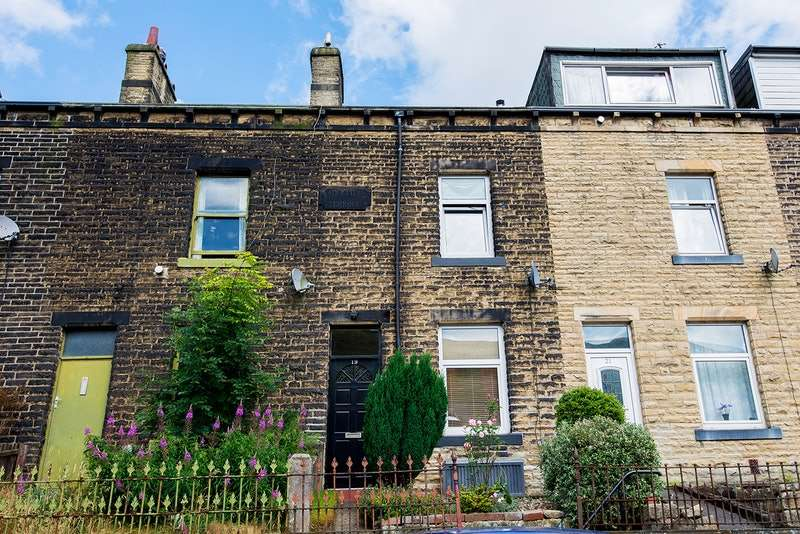 3 Bedrooms Terraced House for sale in Brookfield Terrace, Todmorden, West Yorkshire, OL14