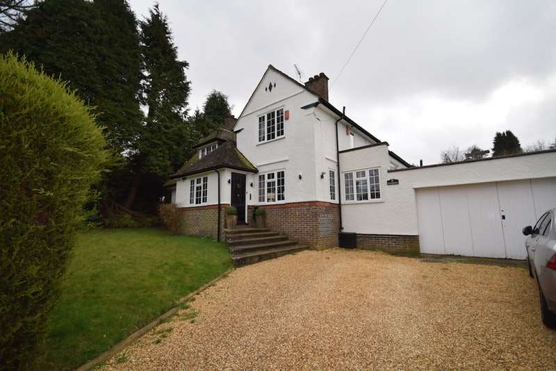 4 Bedrooms Detached House for sale in Forest drive, Kingswood, Surrey, KT20