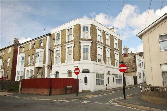 1 Bedroom Flat for sale in 75 Monckton Street, Ryde, Isle of Wight, Hampshire, PO33 2BB