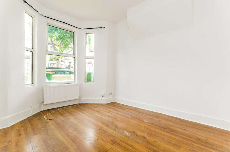 3 Bedrooms Terraced House for sale in Waghorn Road, Upton Park, E13