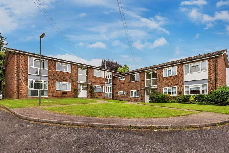 2 Bedrooms Flat for sale in Oxted, Surrey