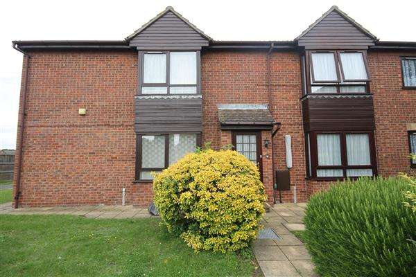 2 Bedrooms Apartment Flat for sale in Grange Court, Clacton on Sea