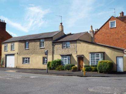 5 Bedrooms End Of Terrace House for sale in London Road, Stony Stratford, Milton Keynes, Buckinghamshire