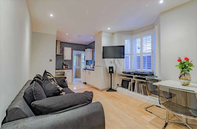 2 Bedrooms Flat for sale in Claude Rd, London